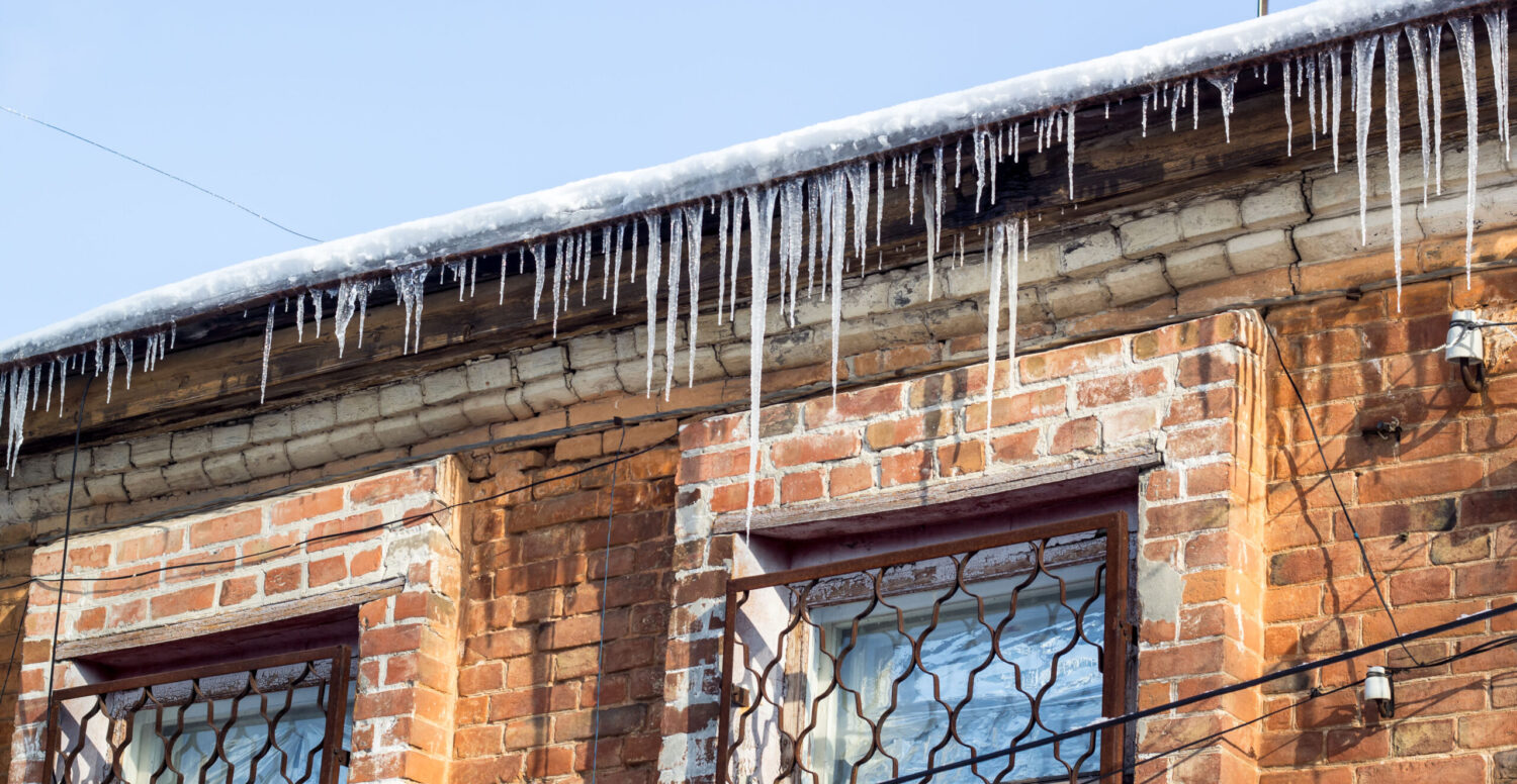 REPLACING YOUR ROOF DURING WINTER - THE MYTHS